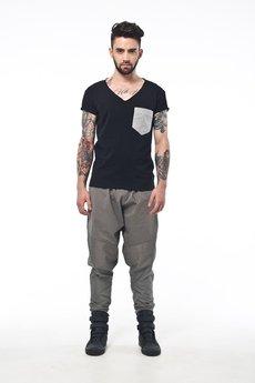 MADOX design - Czarne spodnie w białe delikatne prążki