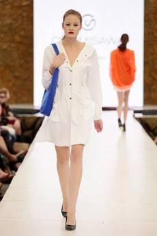 CHOMISAWA - Biały ortalionowy płaszcz z kapturem CHOMISAWA BROOKLYN