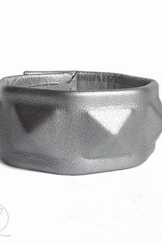 - Bransoleta skórzana srebrna pyramid