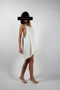 MADE LINE - Biała koszulka - tunika z odpinaną kokardą.