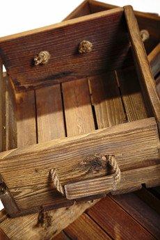 - Skrzynka ze starego drewna
