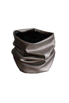 - Metaliczny srebrny komin