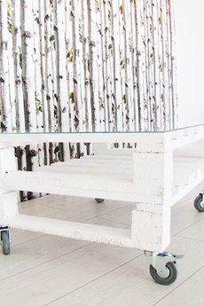 Stolik z podwojnej bielonej palety a