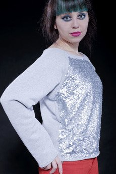 - Bling bling! Dresowa bluzka z cekinami