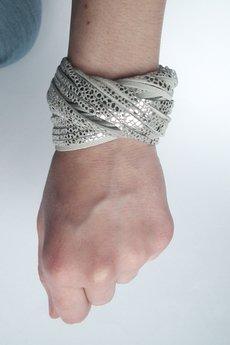 Mikashka - Bransoleta skórzana srebrna w ciapki TWISTed