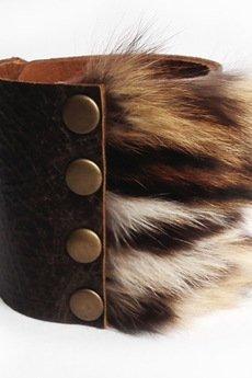 Mikashka - Bransoleta skórzana brąz z futrem