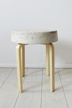 - betonowy stolik