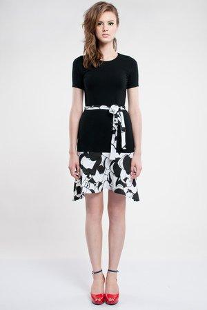 Czarno-biała sukienka z krótkim rękawkiem
