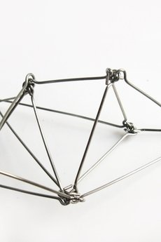 - Srebrny geometryczny naszyjnik ze stali Futuristika