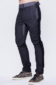 - Męskie spodnie z lampasami.