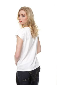 Kamila Gronner - T-shirt  z koronką