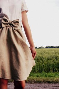 - Beżowa lniana spódnica z koła