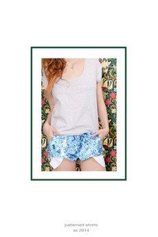 - Błękitne, jeansowe spodenki