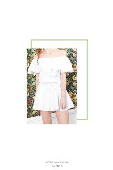 - Sukienka boho z efektowną falbaną przy piersi
