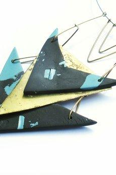 Projekt Mosko - Geometryczny naszyjnik z porcelany i metalu