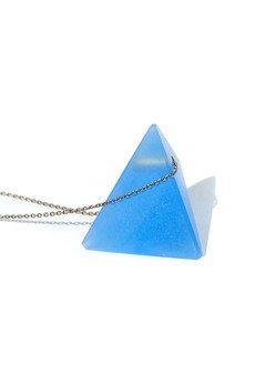 - piramida BLUE / mosiężny łańcuszek