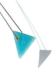 Filimoniuk Design - piramida turkus / mosiężny łańcuszek