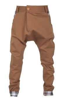 MADOX design - spodnie z niskim krokiem brązowe z kratą brązową