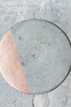 Kolorum - MIEDZIANY BETONOWY STOLIK KONKRET
