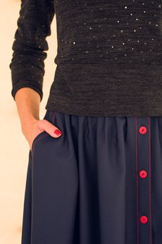 Horror!Horror! - Rozkloszowana spódnica z asymetrycznym zapięciem.