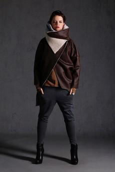 - NUBEE - ASYMMETRY STACK - Płaszcz Kożuch