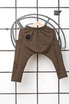 - Spodnie rurki z kieszeniami