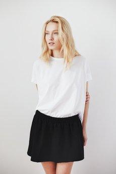 THE ODDER SIDE - T-shirt biały z rozcięciem z tyłu