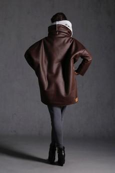 NUBEE - NUBEE - ASYMMETRY STACK - Płaszcz Kożuch