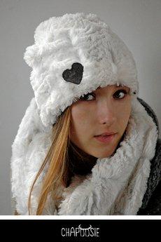 Chapoosie whitepooch beanie 2