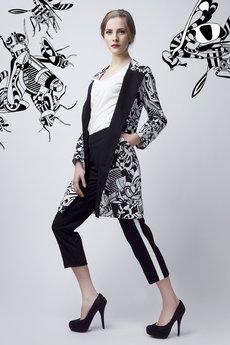 - Czarno-biały płaszcz