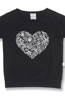 - Czarna bluzeczka z sercem
