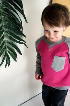 New Kids On The Spot - Różowa bluza z kieszonką i crew-neckiem