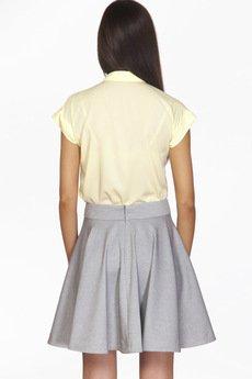 - Szara, rozkloszowana spódnica z pasem