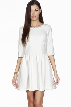 ABG - Kremowa sukienka ze zdobionym dekoltem