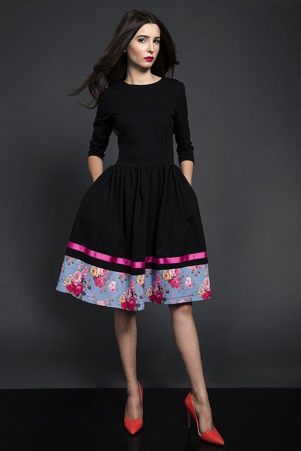 26ae26b5d4 Rozkloszowana Sukienka Midi Kwiaty - Czarny