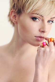 - Baby Pink Pearl Ring in Gold