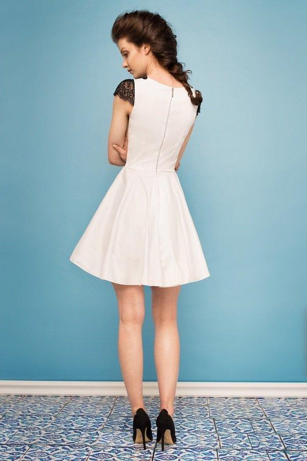 e895544459 Sukienka Rozkloszowana Z Czarną Koronką Ec - Biały