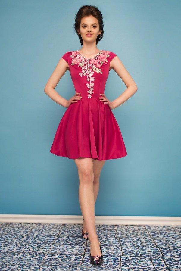 b0d826f3b1 Sukienka Rozkloszowana Z Kwiatową Koronką Amarant - Różowy
