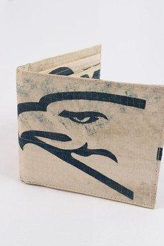 - Portfel męski z logiem orła (wyprodukowany z worka po cemencie)