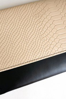 MANZANA - Kopertówka Koperta MANZANA beżowo-czarna KLASYKA