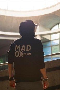 MADOX design - Czarna bluza z haftem na plecach
