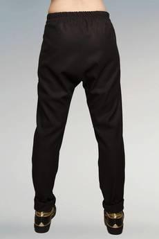 Non Tess - proste spodnie z obniżonym krokiem