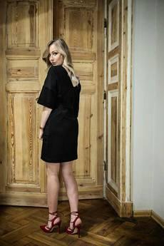 Aniesbrand - Dwustronna sukienka z głębokim dekoltem