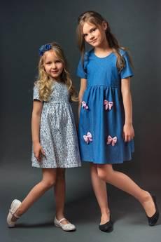 TwoMoon - Sukienka z pudrowymi kokardkami