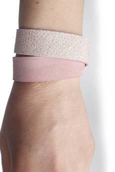 Mikashka - Bransoletka skóra pudrowy róż owijana