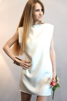 MIW Collection - Biała Sukienka z rozcięciem na plecach