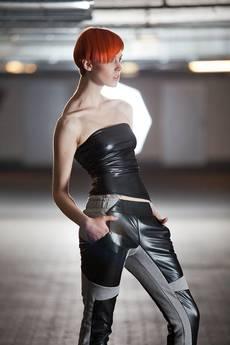 Agnieszka Martini - Spodnie dresowe ze skórą - Contrast Line