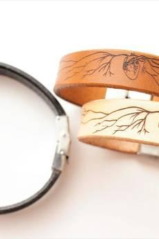 Black Tree - Bransoletka skórzana – Anatomiczne serce