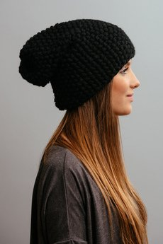 POMPOM - POMPOM - czarna czapka oversize