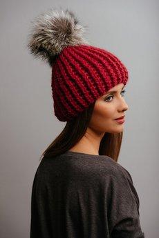 POMPOM - POMPOM - czerwona czapka z naturalnym futerkiem